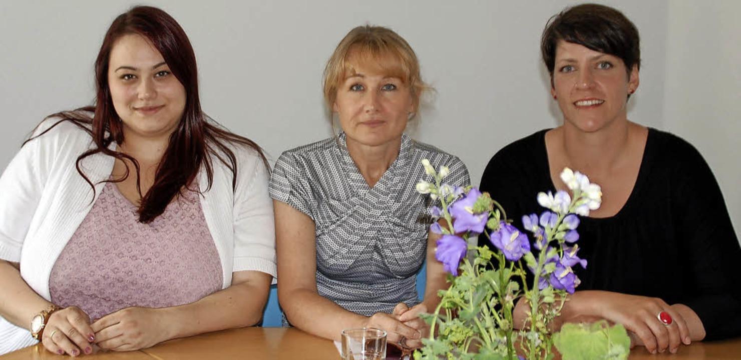 Sie kümmern sich um Flüchtlinge in der...Gabriella Balassa, Katharina Lindner.     Foto: Barbara Puppe