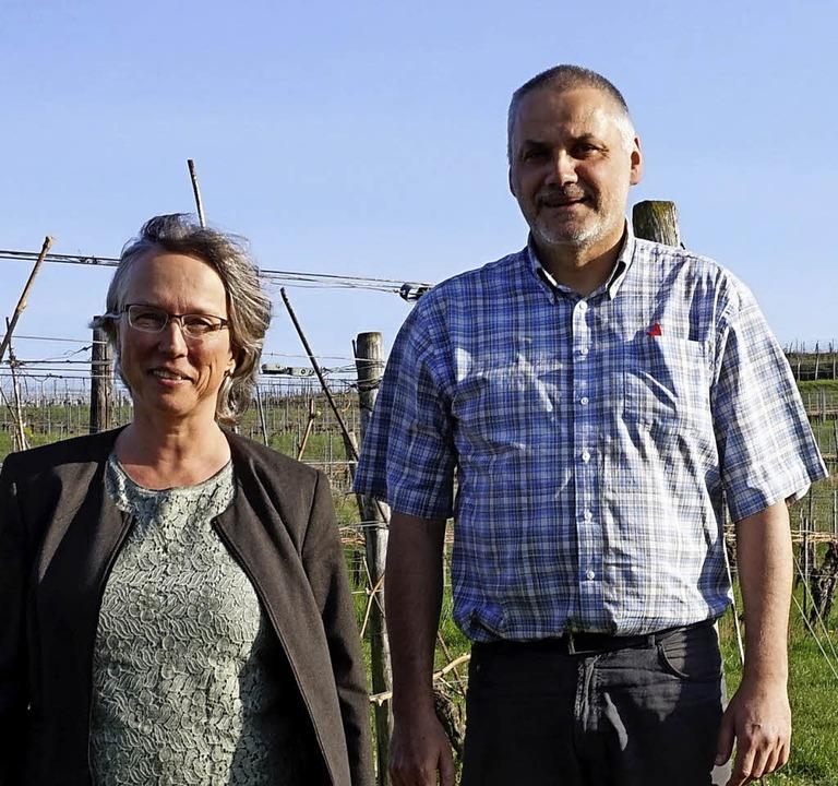 Gabriele Glunz und Martin Lindenlaub  informierten die Vogtsburger Winzer.     Foto: Steckmeister
