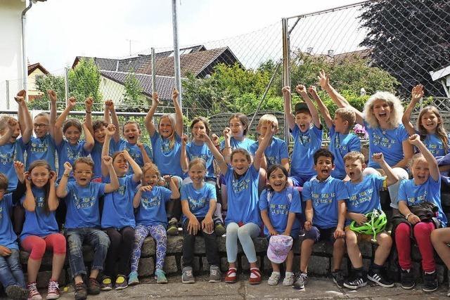 Blaue Shirt-Stunde für Höllsteins Grundschüler