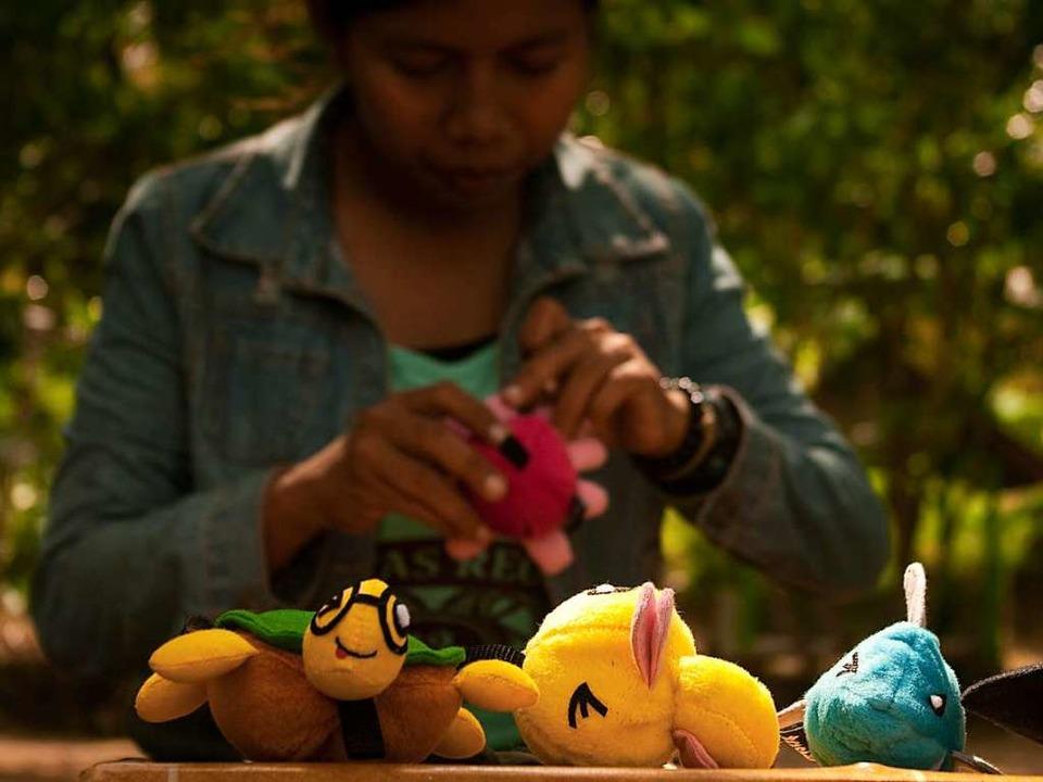 Die Kuscheltiere mit den Taschen im Ba...ndesweiten Kampagne animiert werden...    Foto: Making Oceans Plastic Free