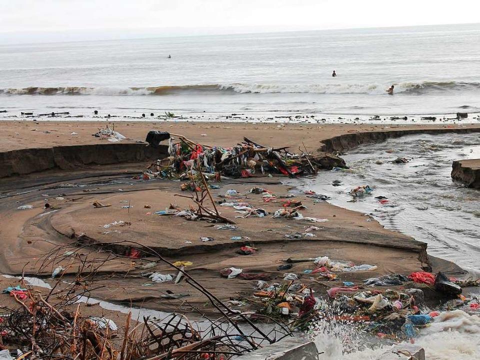 Ein mit Plastikmüll verschmutzter Strand auf Bali, Indonesien    Foto: Making Oceans Plastic Free