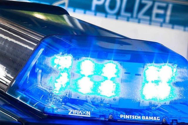 Lörrach: Geparktes Auto beschädigt