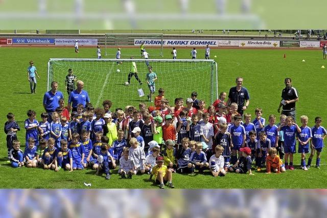 Fußballbegeisterte Kinder