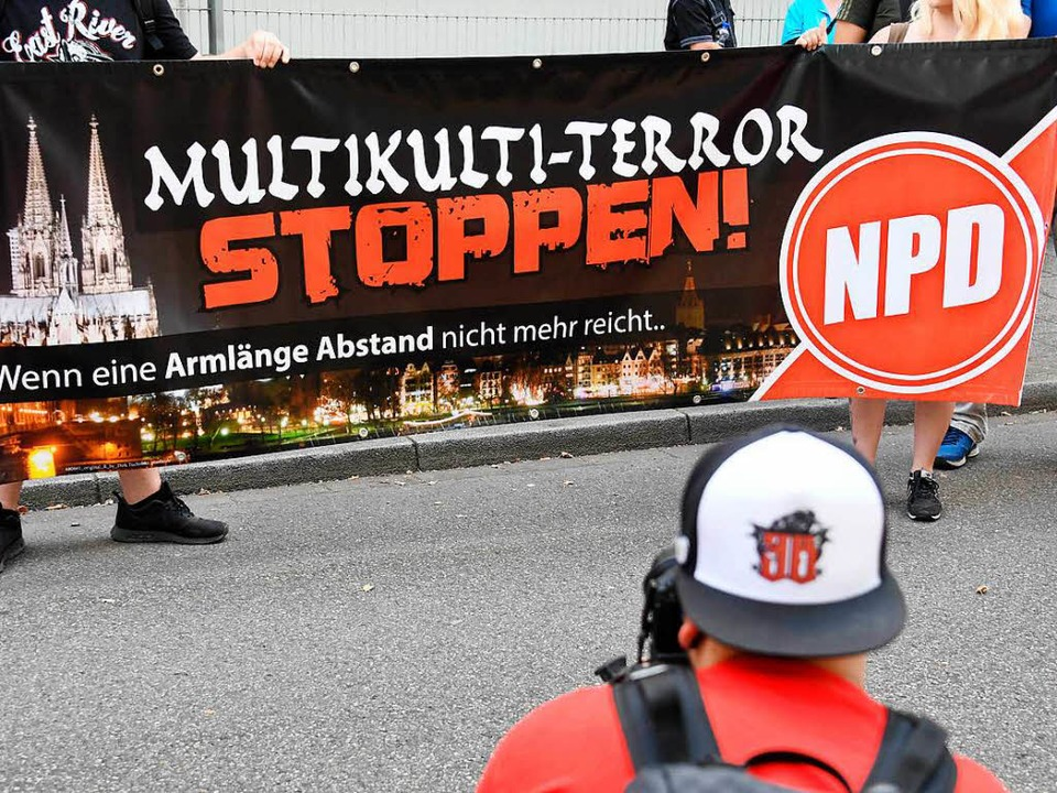 NPD-Plakat in Karlsruhe  | Foto: dpa