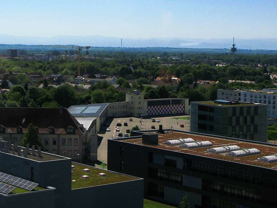 Das aktuelle Luftbild zeigt den einsti...inie den heutigen  Stadtteil Mooswald.  | Foto: Carola Schark