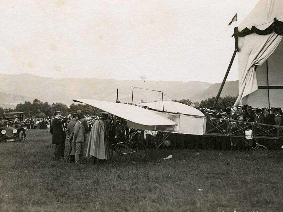 1910 gab es eine Flugschau, bei der un...riot-Maschine bestaunt werden konnte.   | Foto: Archiv Hans-Jürgen Oehler
