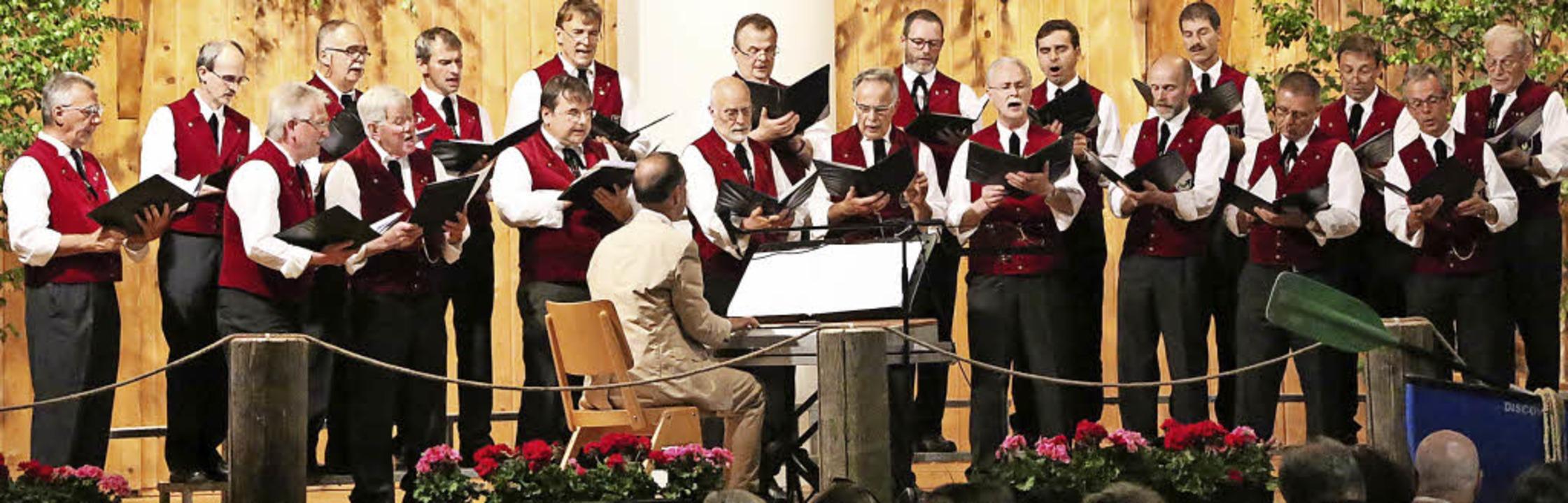 Der Männergesangverein St. Märgen beim  Pfingstkonzert.   | Foto: Heinrich Fehrenbach