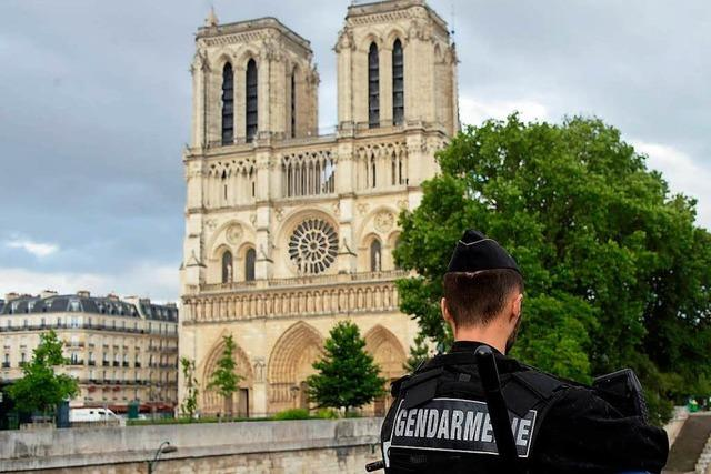 Angriff auf Polizisten in Paris gibt weiter Rätsel auf