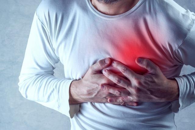 Herzinfarkt: Wie Sie im Notfall helfen können