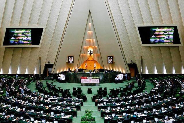 Mehrere Verletzte bei Angriffen im Iran in Parlament und Mausoleum