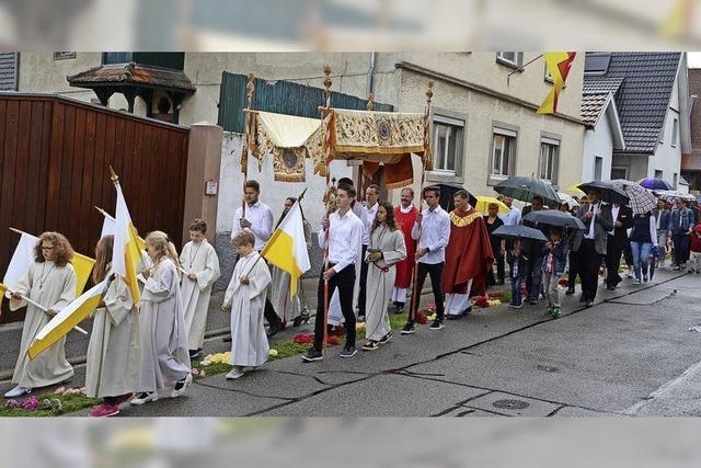 Das Dorf im Festtagskleid