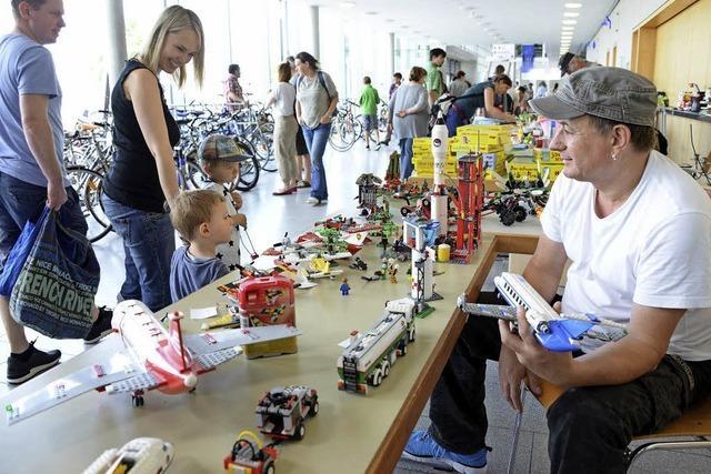 Räder, Kleidung und Spielzeug bietet die Second-Hand-Börse in Freiburg