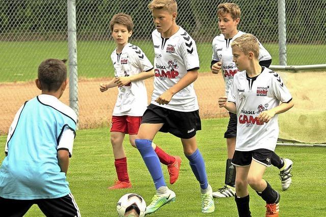Junge Talente trainieren mit SC-Profis
