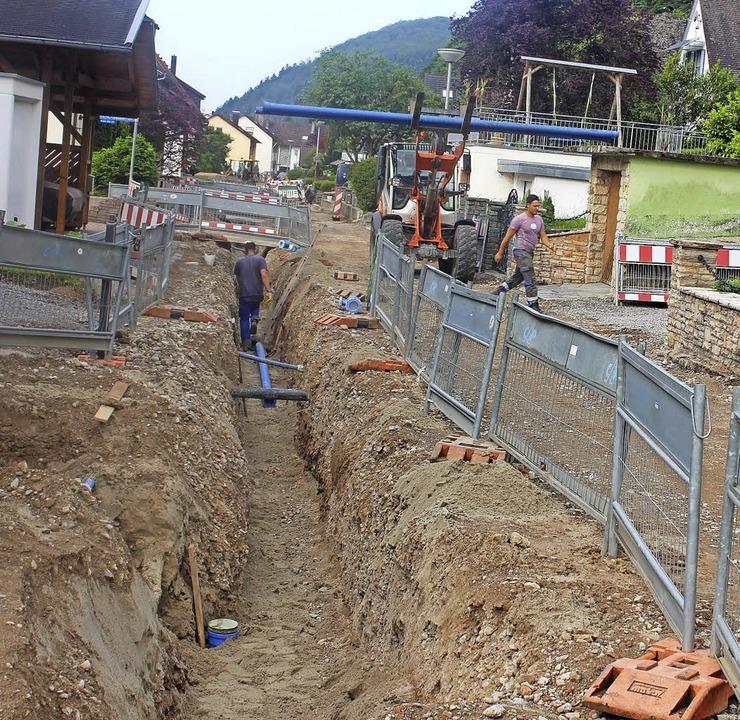 Das Leben ist eine Baustelle: Dies gil...Versorgungsleitungen  verlegt werden.     Foto: Bernd Fackler