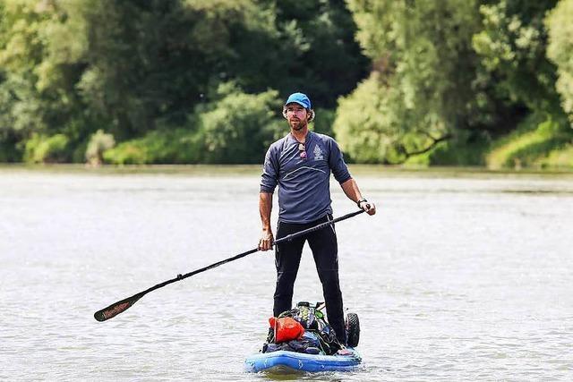 Umweltaktivist paddelt den ganzen Rhein hinunter: Zwischenstopp Südbaden