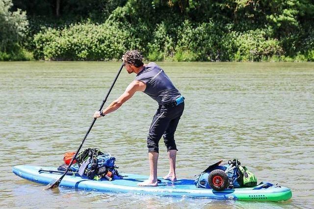 Gegen Plastikmüll: Umweltaktivist paddelt den gesamten Rhein hinab