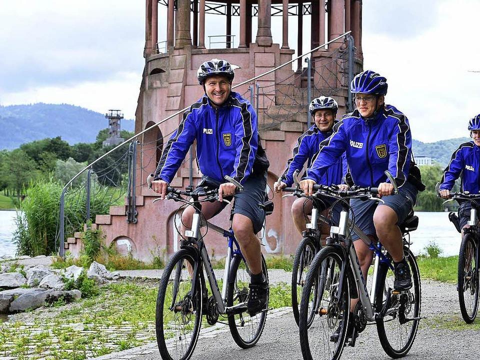 Die neue Fahrradstreife  hat ihren Dienst im Seepark aufgenommen.  | Foto: Thomas Kunz