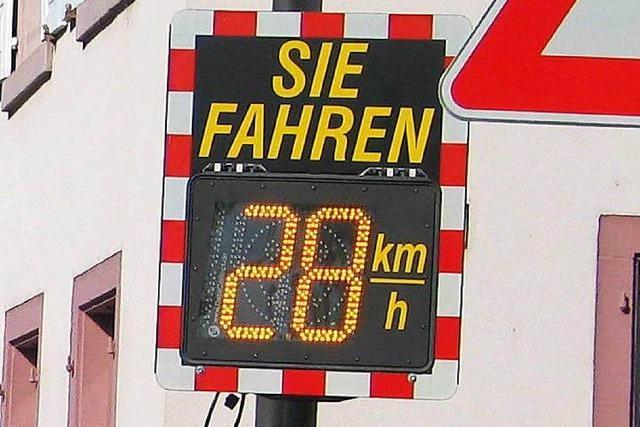 Unbekannte klauen elektronische Geschwindigkeitstafel