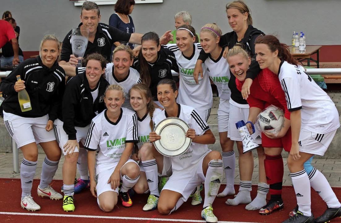 Die Gastgeberinnen vom SV Gottenheim feierten ihren Sieg beim Pfingstturnier.  | Foto: mario schöneberg