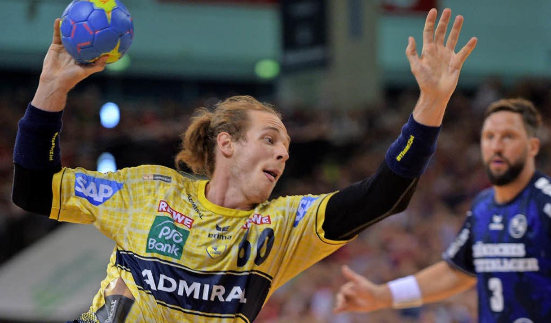 Von der Handballbühne ins wahre Leben:... möchte kein Handballprofi mehr sein.     Foto: dpa