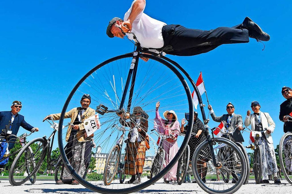 Historische Räder in Karlsruhe: Der Vorläufer des Fahrrades, das Laufrad von Karl Drais, feiert seinen 200. Geburtstag (Foto: dpa)
