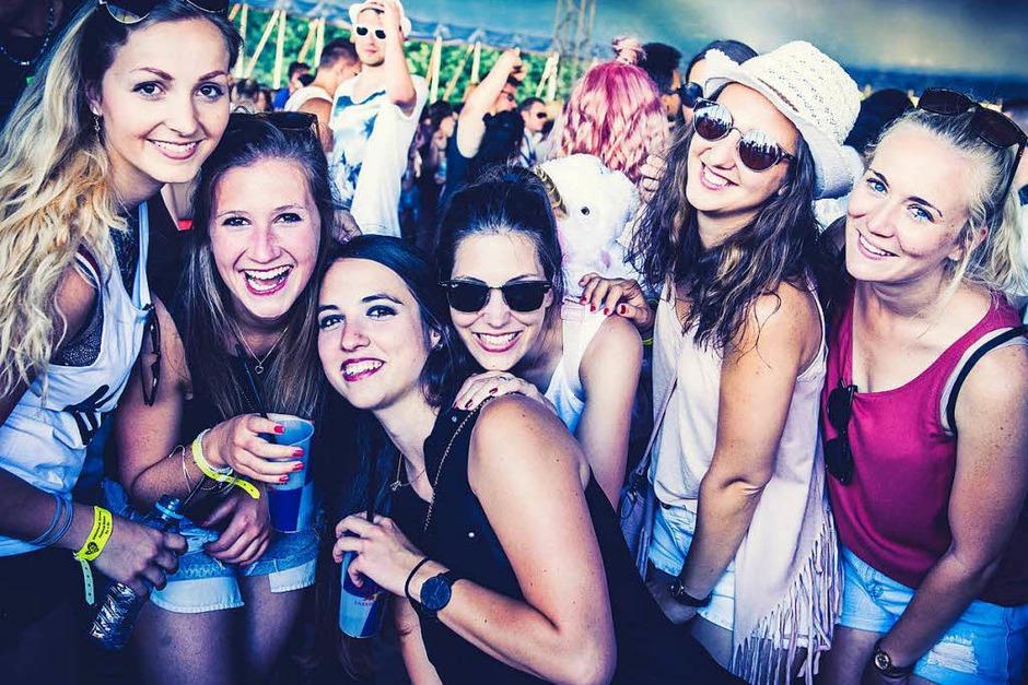 Vier Bühnen, mehr als 50 DJs, Life Acts und Bands, darunter Cro, Felix Jaehn und Fritz Kalkbrenner: Das Kamehameha-Festival in Offenburg ist Party pur. (Foto: Felix Brauner)