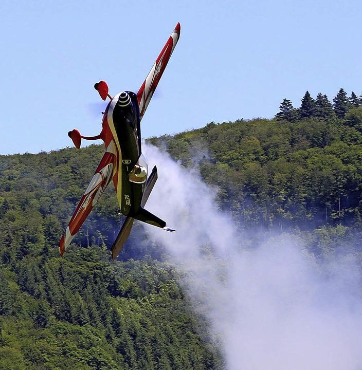 Die Flugshows begeisterten das Publikum in Wieslet.   | Foto: Heiner Fabry