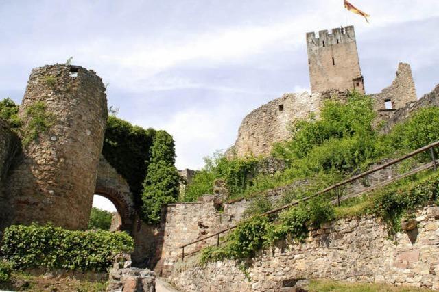 Burg Rötteln über Lörrach: Ein weithin sichtbares Wahrzeichen
