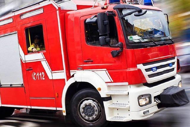 Lastwagen in Freiburg-Hochdorf komplett abgebrannt