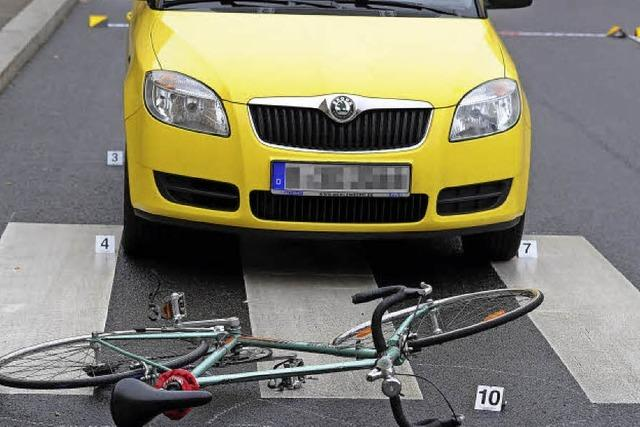 Auto und Rad im Konflikt