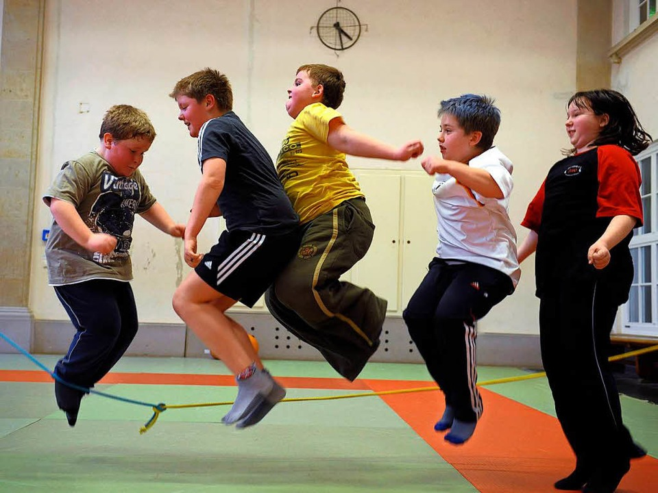 Mit mehr Bewegung könnten übergewichti...hieht aber zu selten, sagen Forscher.   | Foto: dpa