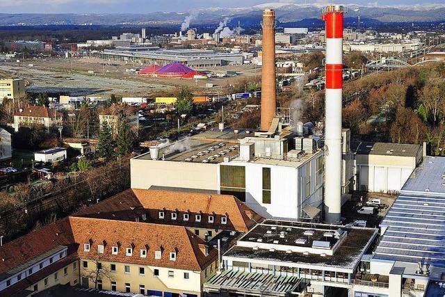 Feuerwehr löscht Brand im Schornstein der Freiburger Uniklinik