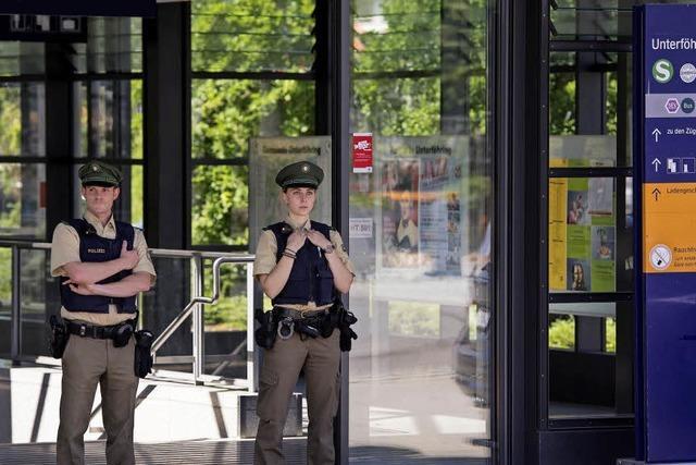 Randalierer schießt Polizistin und zwei Passanten nieder