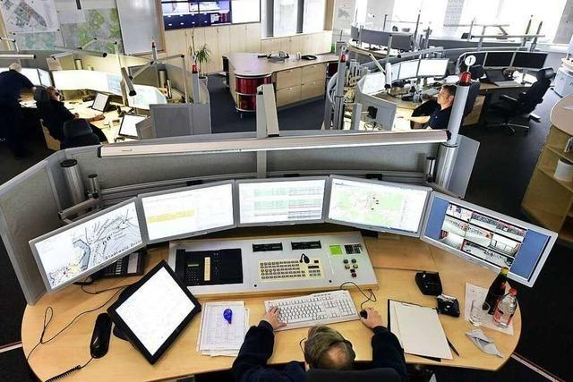 So koordiniert die integrierte Leitstelle Rettungsdienst und Feuerwehr in Freiburg