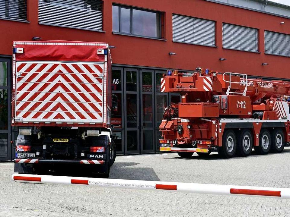 Riesenmaschine hinter Mini-Mensch: der  Kranwagen  | Foto: Thomas Kunz