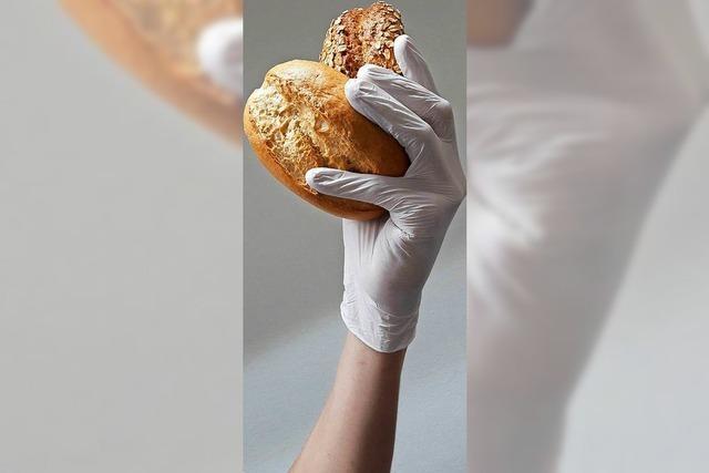 Einmalhandschuhe im Verkauf sind keine Pflicht - Bäckereikette verzichtet nun darauf