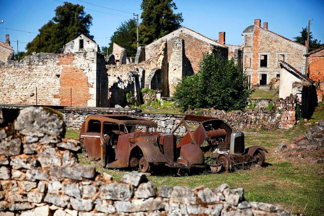 Die Ruinen des von Deutschen zerstörte...en dabei. Sie wurden 1953 verurteilt.   | Foto: DPA
