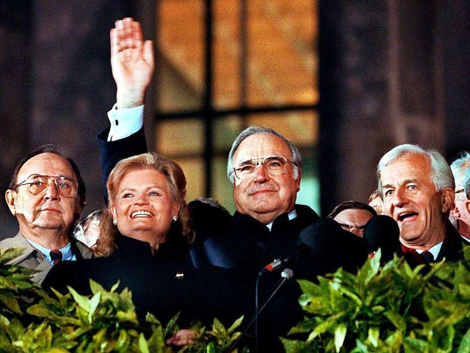 Bei der Berliner Feier am 3.10.1990 wi...ere, der letzte DDR-Ministerpräsident.  | Foto: dpa