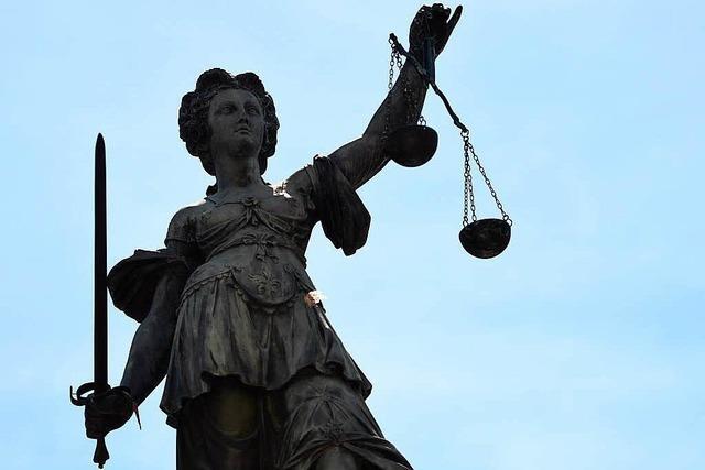 Diebstahl in 44 Fällen – Anklageverlesung dauert eine Stunde