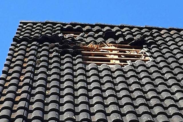 Loch im Dach: Wie es ist, wenn ein Blitz ins Haus einschlägt