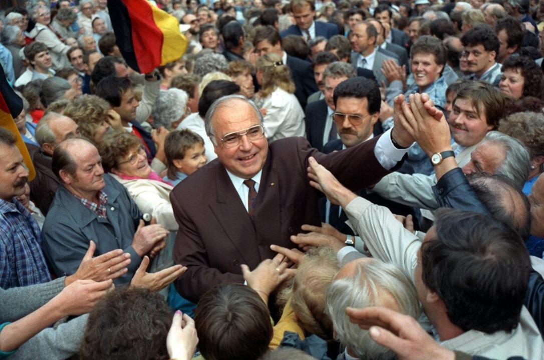 Bundeskanzler Helmut Kohl während eine...eranstaltung in Thüringen im Jahr 1990  | Foto: Holger Hollemann