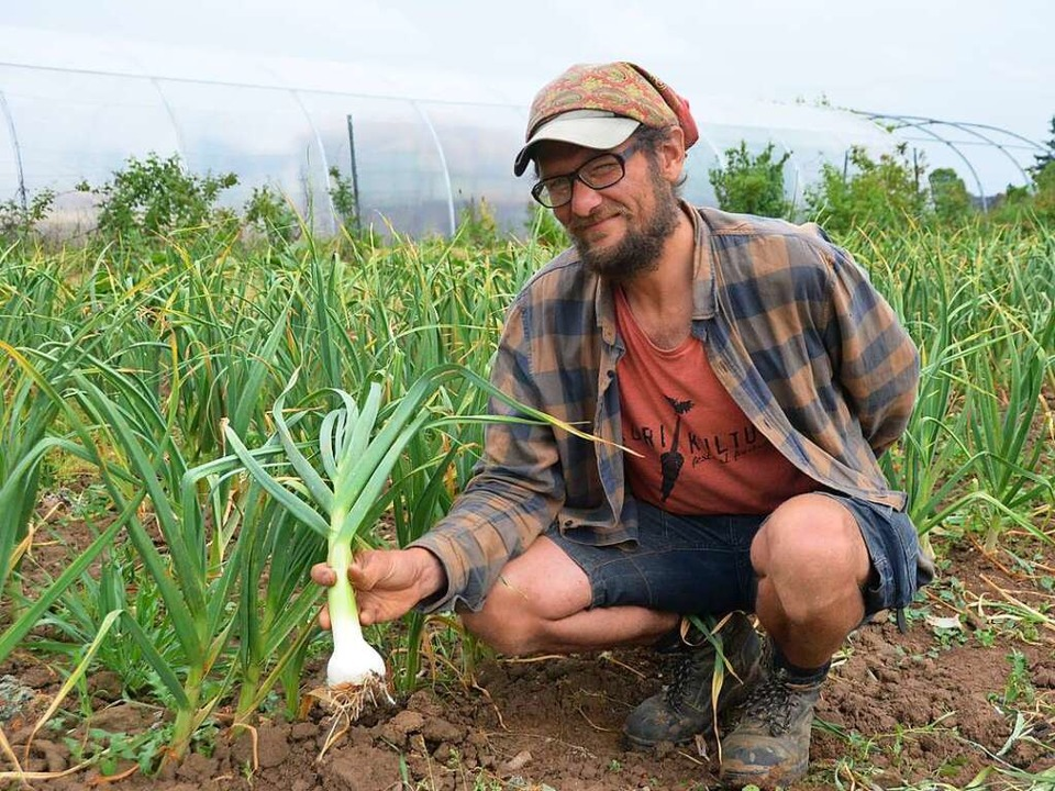 Gemüsegärtner Lukas Friedrich hat vor ...en den Verein Gartencoop mitgegründet.  | Foto: Sebastian Krüger
