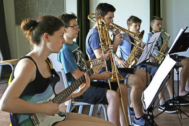 Big Band der Musikschule begeistert Jugendliche für Jazz