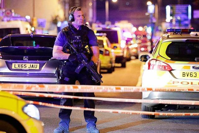 Lieferwagen rast in London in Menschenmenge – ein Toter