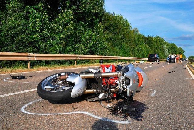 Motorrad mit Seitenwagen überschlägt sich in Lörrach