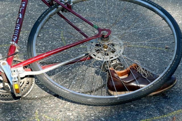 Radfahrer stirbt bei Unfall in Binningen