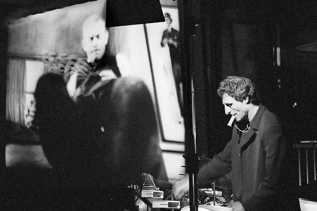 Schlagzeuger Jogi Nestel vertont Karl Valentins