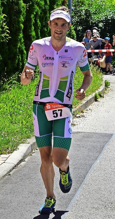 Stark zu Fuß beim Triathlon  in Riegel:  Sieger Florian Adami   | Foto: Murst
