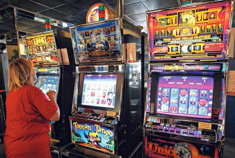 Die Art und Weise, wie Geldglücksspiel...lliert werden sollen, ist umstritten.   | Foto: dpa