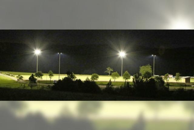 900 freiwillige Arbeitsstunden für die Flutlichtanlage